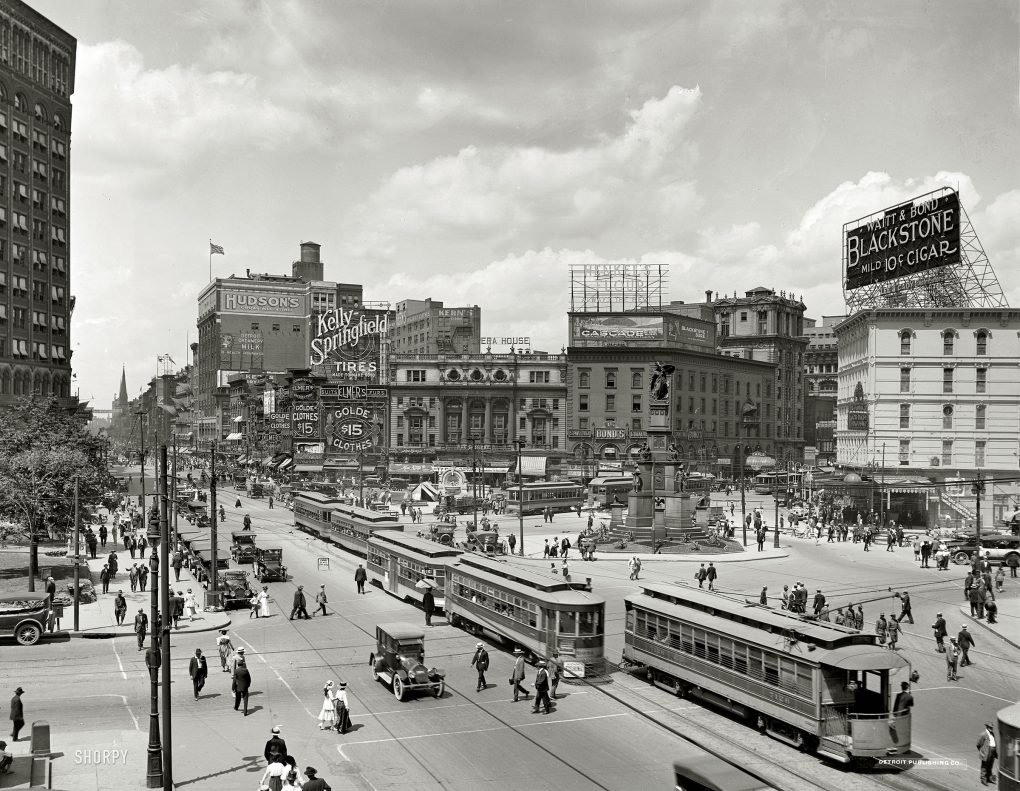 Street view of Woodward Ave, Detroit, c.1917.