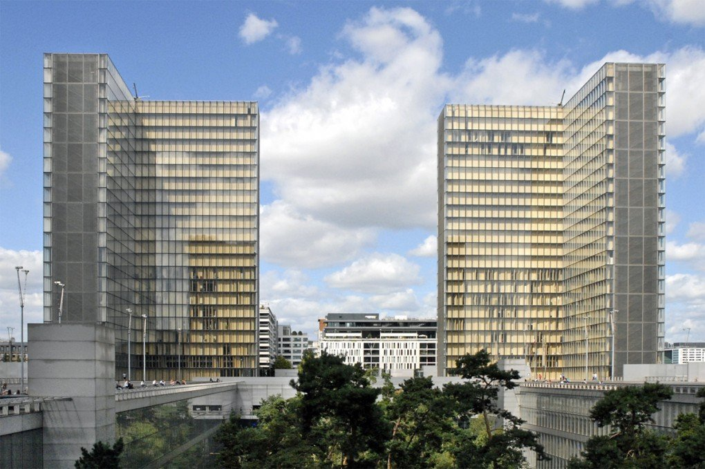 Domnique Perrault, La bibliothèque nationale de France, literally elevated on a platform. [Photo by Jean-Pierre Dalbéra]