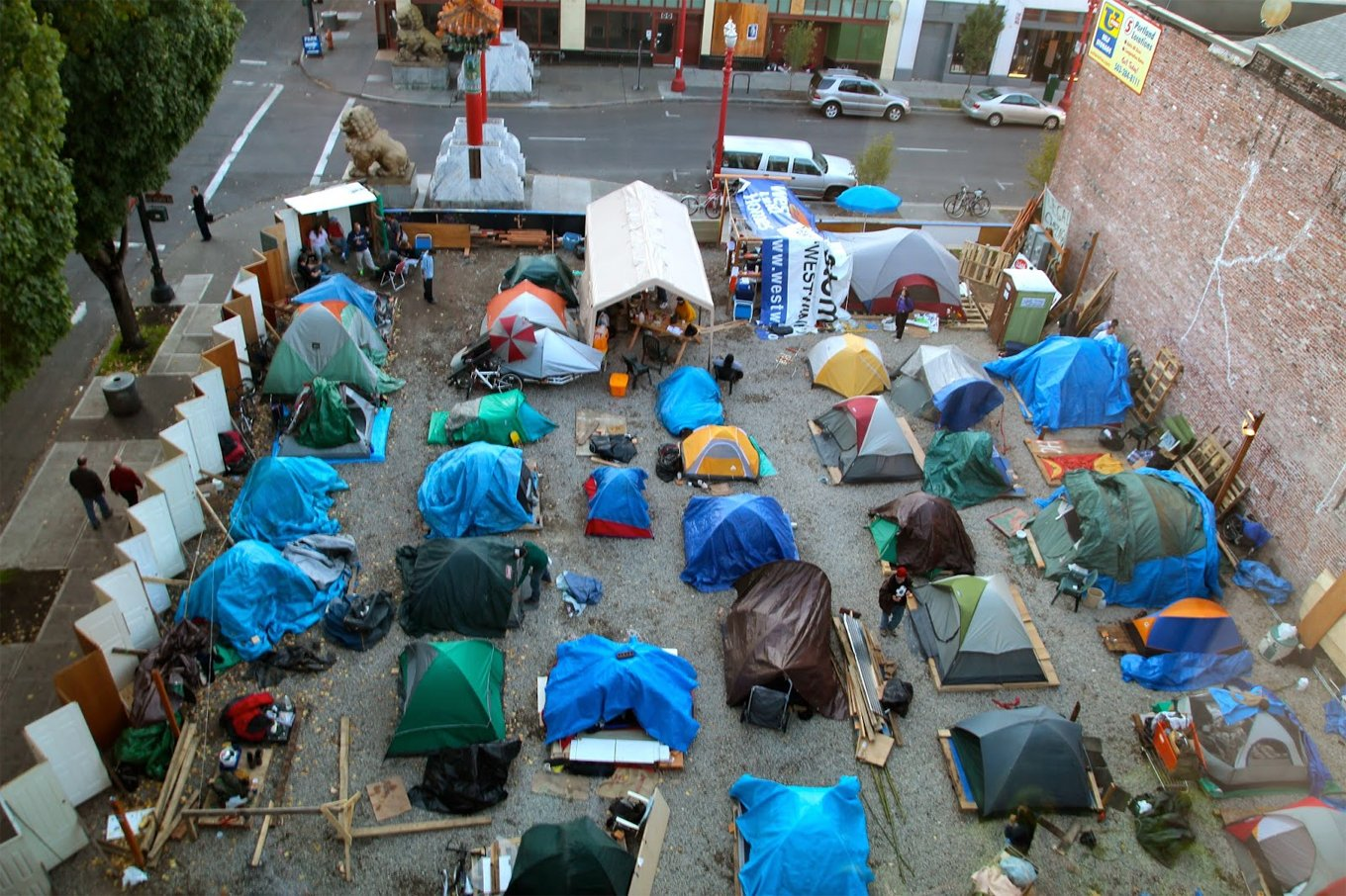 Informal community Right 2 Dream Too Portland Oregon. [Street Roots] & Tent City America