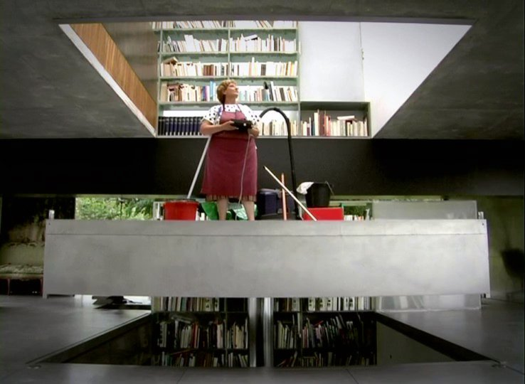 Scene from the Ila Bêka and Louise Lemoine film Koolhaas Houselife