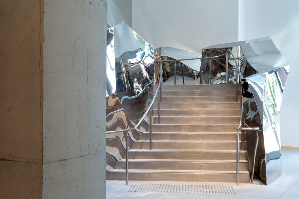 Frank Gehry, mirrored stairs, Dr. Chau Chak Wing Building